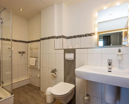 Hotel Catharinenberg Dreibett-Zimmer Bad